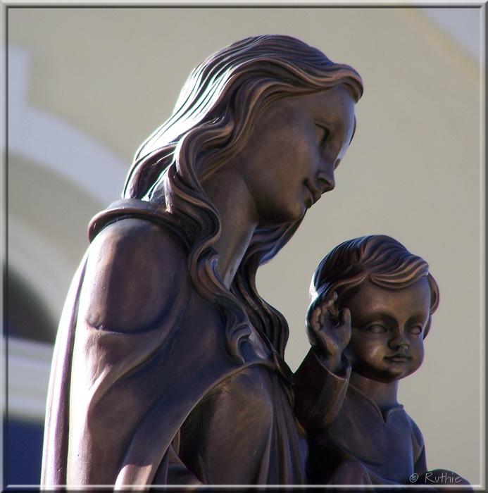 Maria mit Kind, bronze