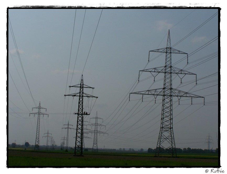 Strommasten, schwarz